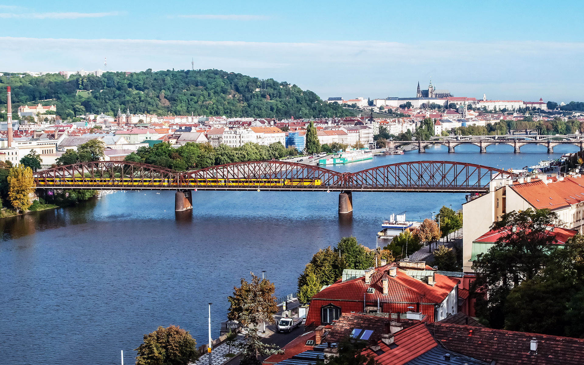 View of Prague and the Vltava River (photo © Domandrey63 / dreamstime.com).